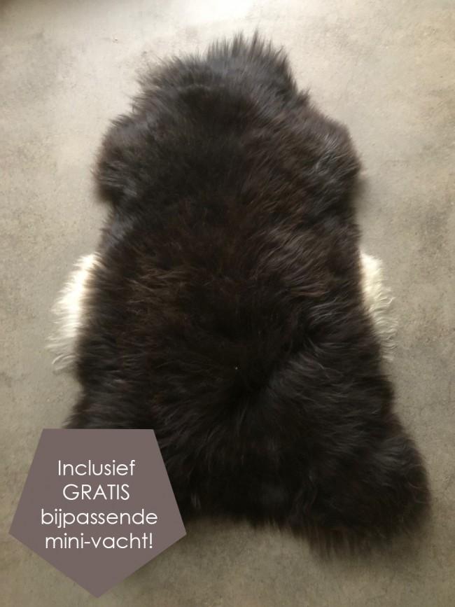 Zwart bruine IJslandse schapenvacht